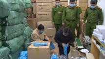 Khởi tố một nhân viên bệnh viện trong vụ Công ty Đức Anh buôn bán hàng nghìn bộ trang phục phòng dịch giả