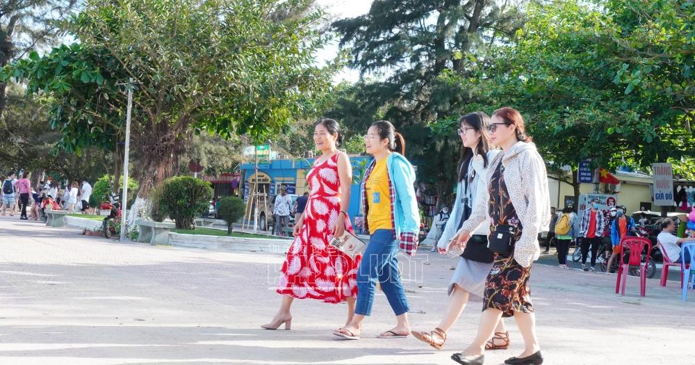 UBND quận Đồ Sơn tiếp tục tổ chức Liên hoan du lịch với chủ đề Đồ Sơn - Sắc màu của biển 2021