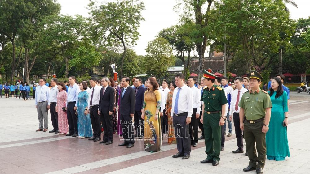 Hà Nội: Lãnh đạo thành phố dâng hoa kỷ niệm 151 năm Ngày sinh V.I.Lênin