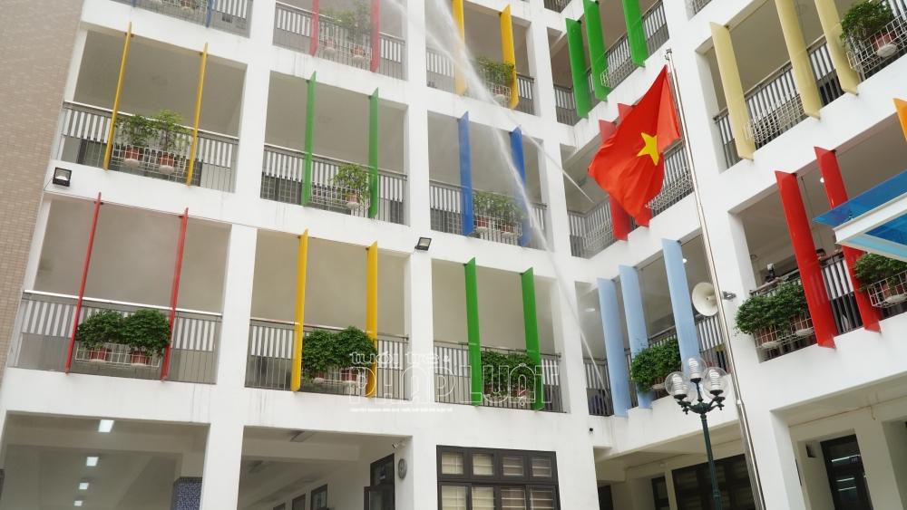 Khu vực diễn tập là phòng đa năng tầng 2 của trường Tiểu học Nguyễn Bá Ngọc