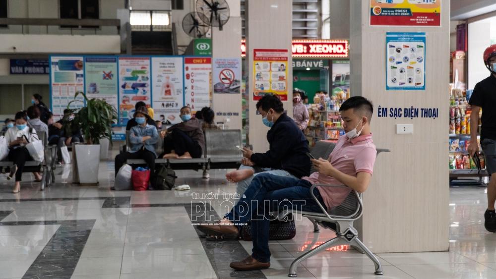 Hà Nội: Nhiều người lơ là phòng dịch, không đeo khẩu trang nơi công cộng