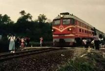 """3 thanh niên chết vì chụp ảnh """"tự sướng"""" gần đường ray tàu tại Ấn Độ"""