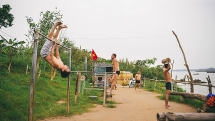 Bãi tập thể hình miễn phí view cực đẹp bên bờ sông Hồng