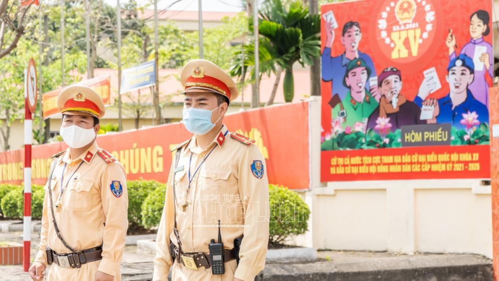 Hà Nội: Lực lượng CSGT thực hiện nhiệm vụ kép đảm bảo an toàn bầu cử