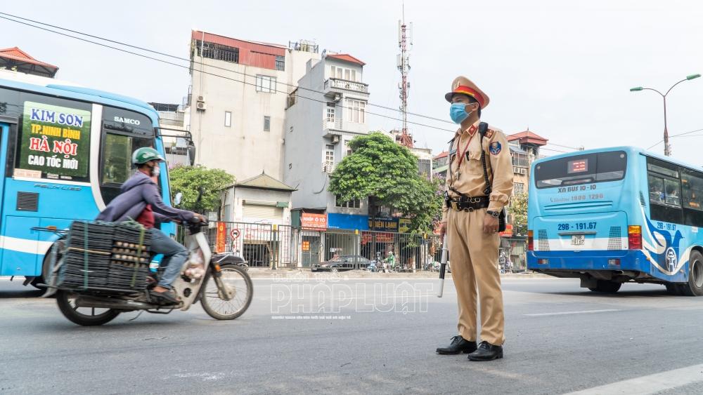 Đồng loạt nhắc nhở, xử phạt vi phạm giao thông trong mùa dịch