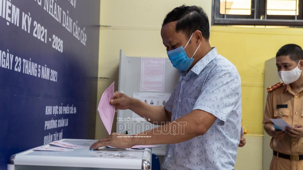 Cử tri đảm bảo giãn cách và gửi niềm tin vào lá phiếu