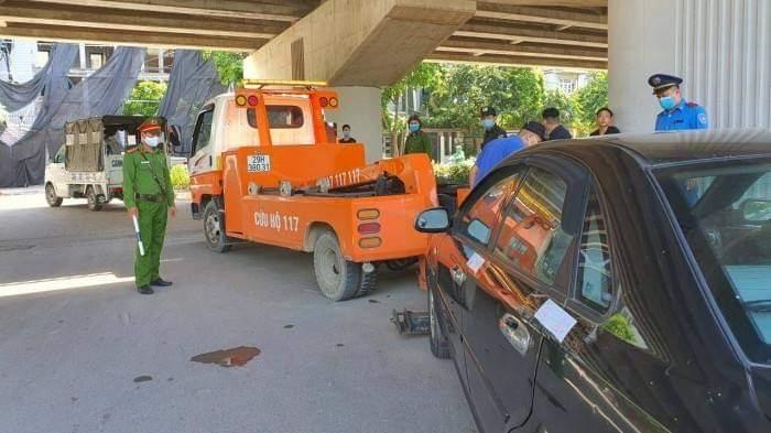 Nhiều bãi trông giữ xe không phép bị đóng cửa sau việc taxi G7 bị xịt sơn