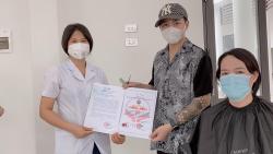 Tiệm cắt tóc miễn phí cho y bác sĩ tuyến đầu chống dịch tại Bắc Giang