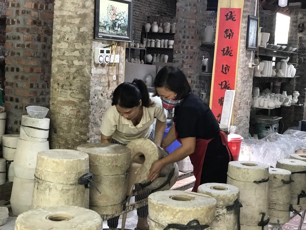 Người dân làng nghề đang dần khôi phục sản xuất sau dịch