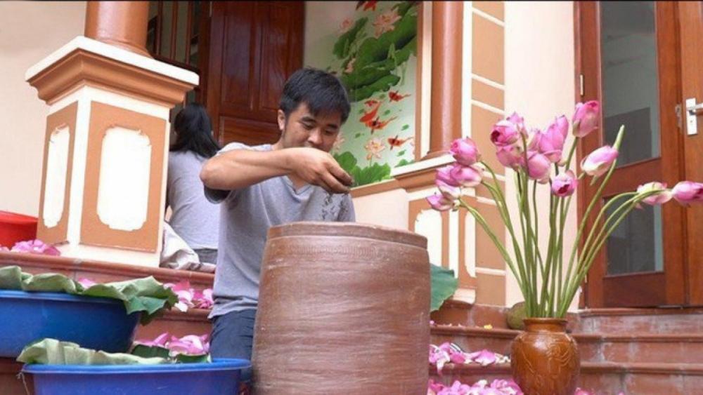 Chàng trai bỏ nghề kỹ sư đi ướp trà sen thu hàng trăm triệu mỗi năm