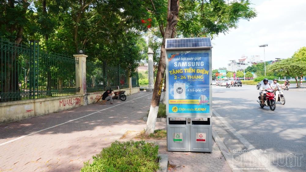 Thùng rác 4.0 sử dụng năng lượng mặt trời xuất hiện tại Hà Nội