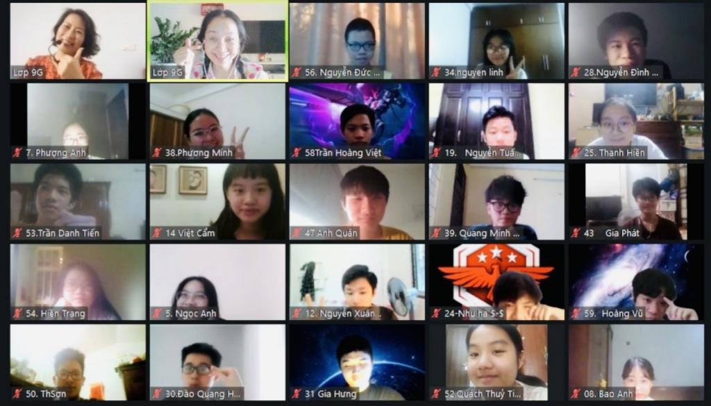 Tiết ôn thi online tại một lớp học của trường THCS Tân Định (Hoàng Mai)