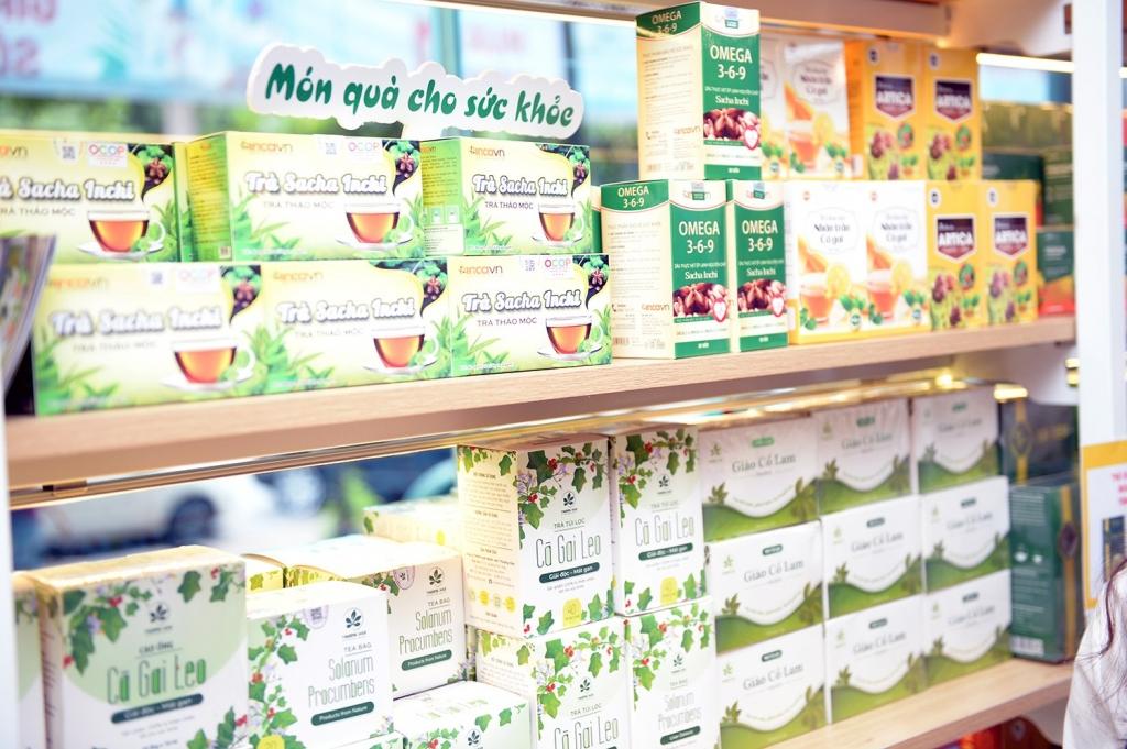 Tại đây bày bán nhiều sản phẩm nông nghiệp