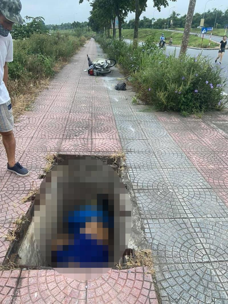 Người dân bàng hoàng phát hiện thi thể nam giứoi nằm dưới hố ga trên vỉa hè phố Đặng Vũ Hỷ