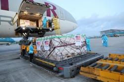 Chùm ảnh: Hơn 2 triệu liều vắc xin Moderna về đến sân bay Nội Bài
