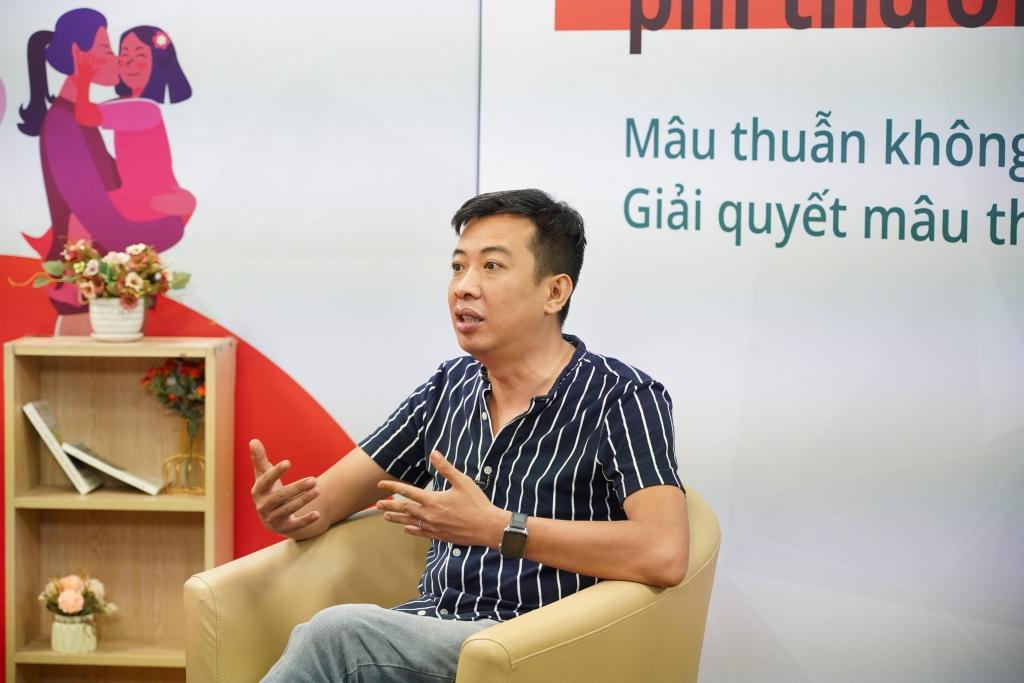 Nhà báo, nhà văn Hoàng Anh Tú