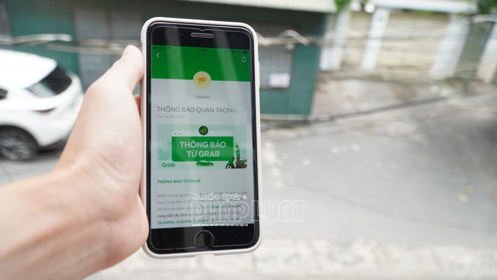 Hà Nội: Xe công nghệ dừng chở khách và giao đồ ăn