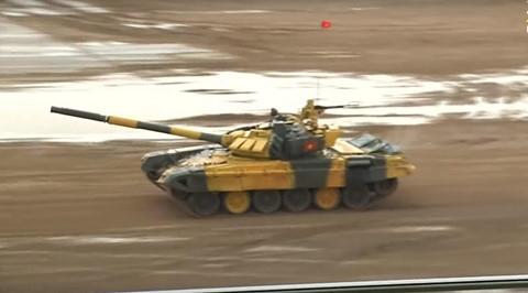 Cú bứt phá như đua F1 của đội xe tăng Việt Nam sau khi kẹt đạn