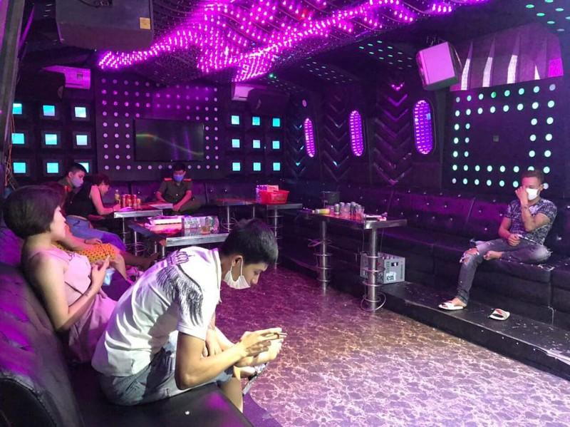 Hải Phòng phát hiện 2 điểm karaoke hoạt động bất chấp lệnh cấm