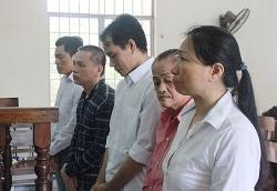 """TP Hồ Chí Minh: """"Lộ"""" đường dây làm giả giấy tờ xe chiếm đoạt tài sản"""