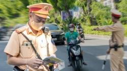 Hà Nội: CSGT xử phạt người ra đường không lý do chính đáng