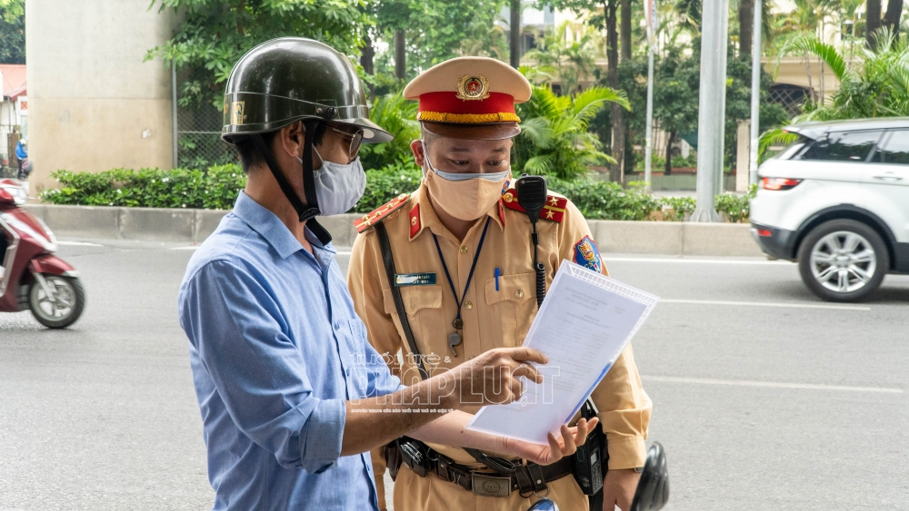 Siết chặt kiểm tra việc ra đường tại Hà Nội