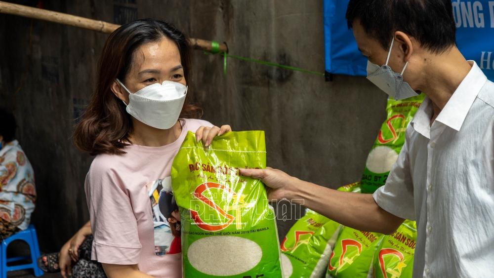 Hà Nội: Ấm tình người nơi tâm dịch
