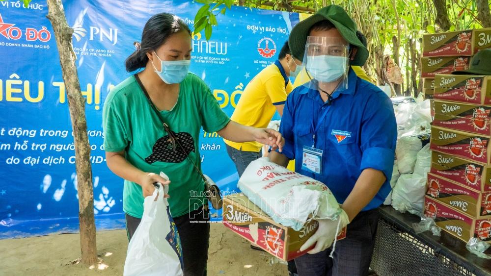 Lan tỏa yêu thương tới xóm nghèo chân cầu Long Biên
