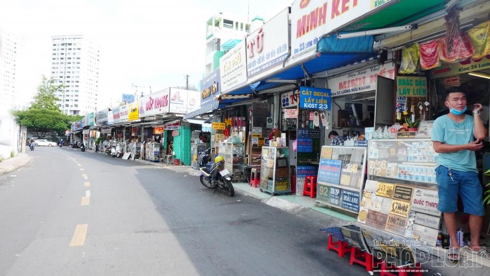 Những ki-ốt nằm giữa đường ở TP Hồ Chí Minh