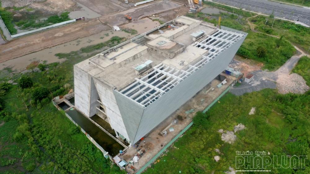 Công trình triển lãm 800 tỷ đồng bỏ hoang giữa lòng Thủ Thiêm