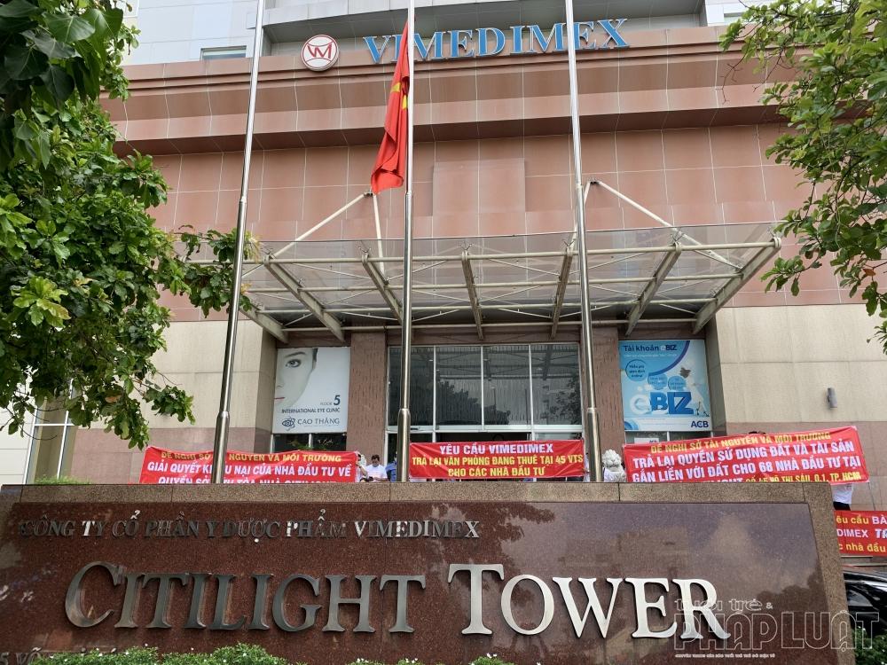Băng rôn, biểu ngữ phản đối được giăng kín tòa nhà Citilight