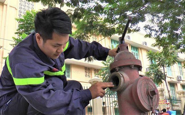 """Hàng trăm trụ nước cứu hỏa ở Hà Nội """"khô khốc"""""""
