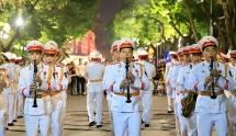Hàng ngàn người dân Thủ đô náo nức xem chiến sĩ CAND biểu diễn kèn