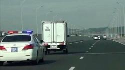 Phạt 4 triệu, tước GPLX tài xế không nhường đường xe ưu tiên trên cao tốc