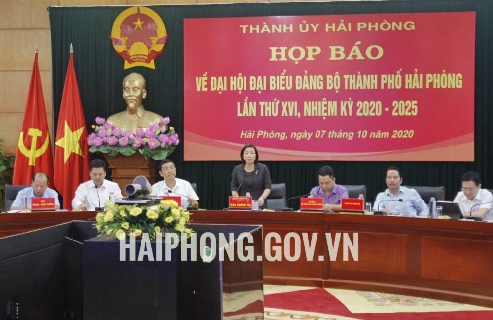 Đồng chí Đào Khánh Hà, Phó Trưởng Tiểu ban Tổ chức phục vụ Đại hội XVI Đảng bộ thành phố chủ trì buổi Họp báo. Ảnh: Cổng Thông tin TP Hải Phòng