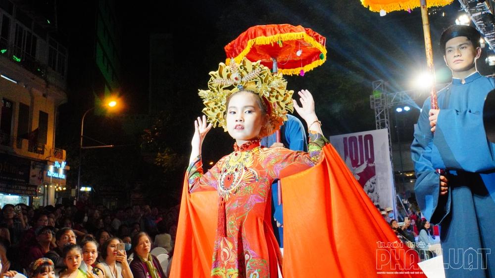 """Hồn Việt sống động trong những thiết kế """"Áo dài xưa và nay"""""""