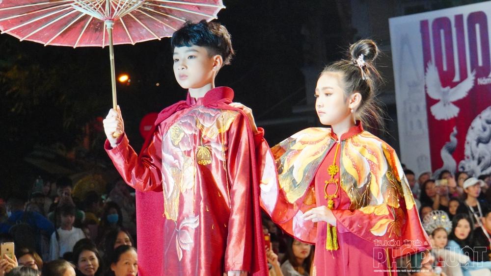 Trình diễn trong chương trình là các người mẫu của Câu lạc bộ HKStar (quận Hoàn Kiếm).