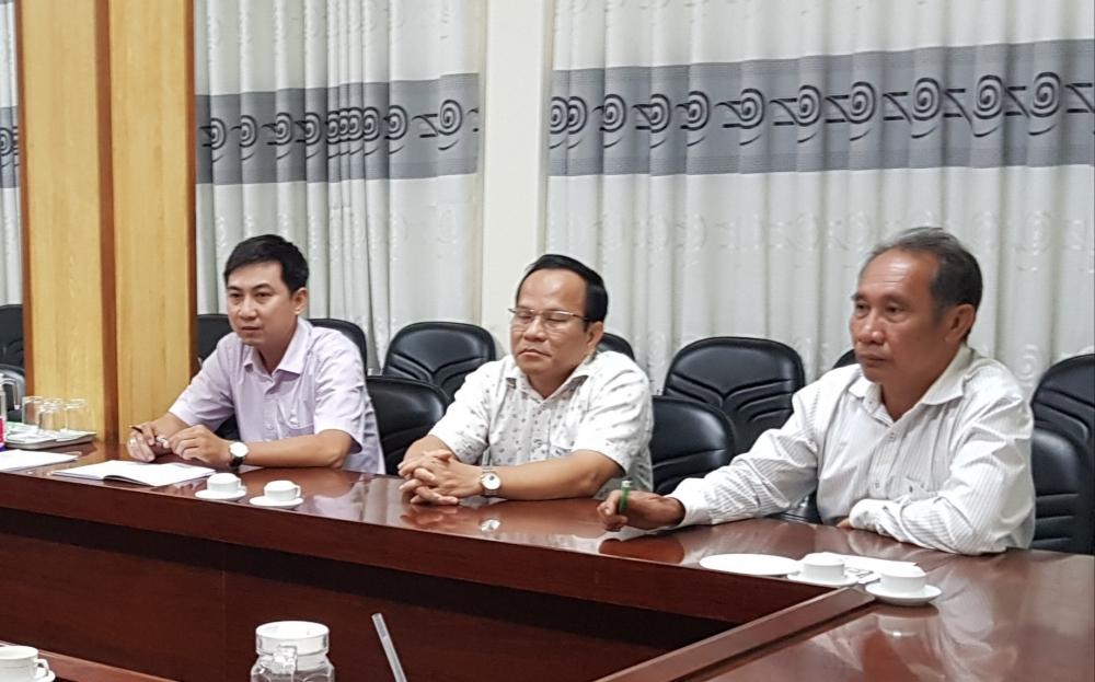 Ông Nguyễn Phước Tồn PGĐ (ngoài cùng bên phải ảnh) Phó Giám đốc Sở Y tế Cần Thơ
