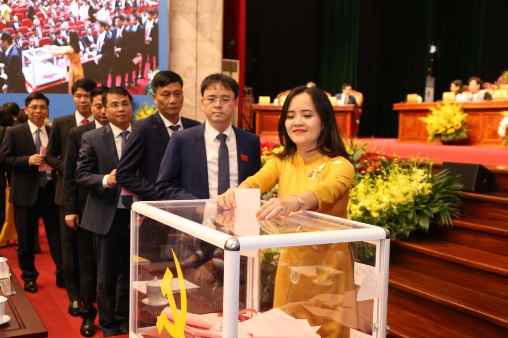 Các đại biểu bầu BCH khóa mới