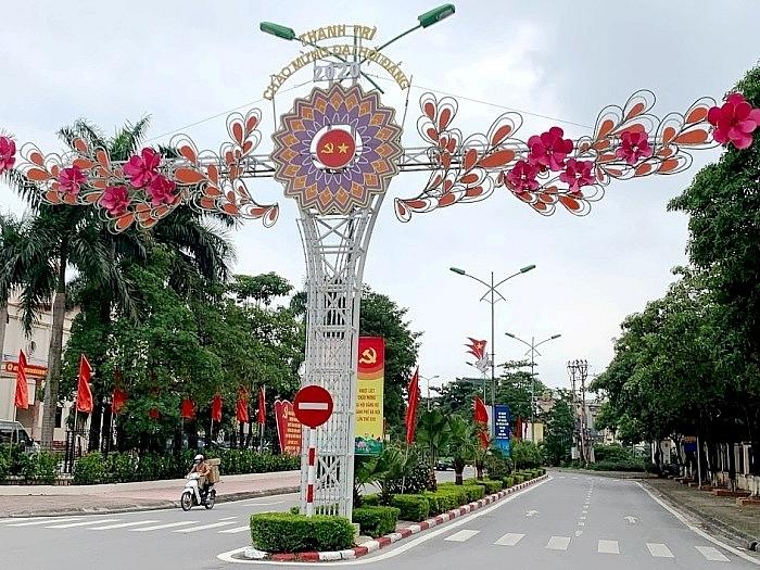 Huyện Thanh Trì rực rỡ cờ hoa chào mừng Đại hội Đại biểu Đảng bộ TP Hà Nội lần thứ XVII
