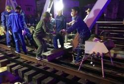 Tàu thủy va chạm gây hư hại cầu đường sắt Tam Bạc