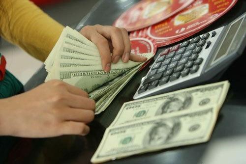 Tỷ giá ngoại tệ 26/10: USD lao dốc nín thở chờ bầu cử Mỹ