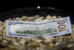 """Tỷ giá ngoại tệ 27/10: Chuyên gia dự đoán """"USD sắp dứt đà giảm"""""""