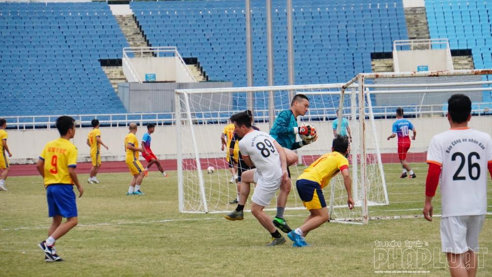 Trận đấu đã diễn ra kịch tính ngay từ những phút đầu tiên khi cả hai đội liên tục tấn công về phía khung thành đối phương