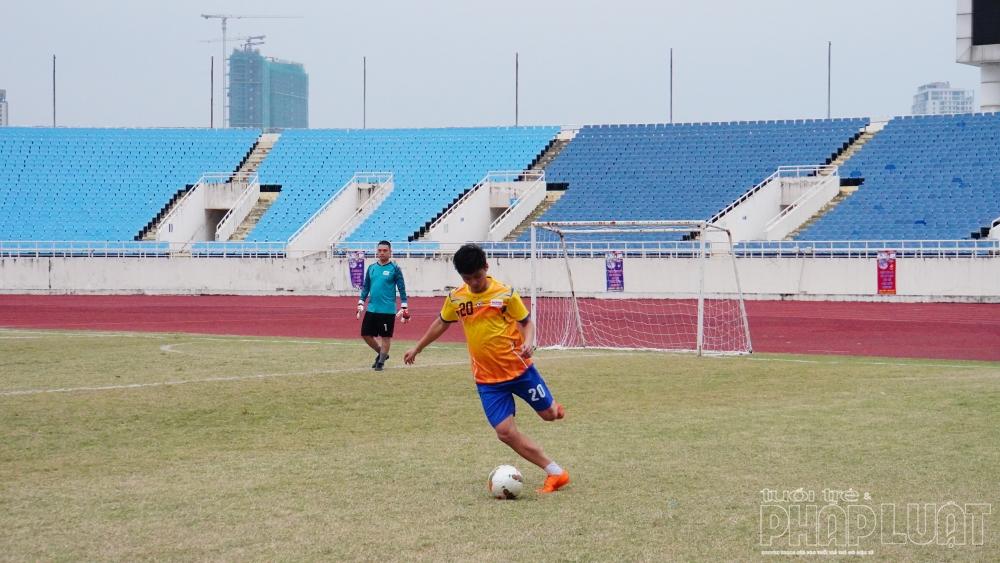 Cầu thủ số 20 - Nguyễn Tiến Nghĩa xuất sắc ghi bàn vào lưới đội báo Công an nhân dân, giải tỏa cơn khát bàn thắng cho báo Tuổi trẻ Thủ đô