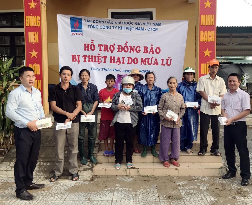 Đoàn Công đoàn PV GAS tới cứu trợ ở 4 xã của Thừa Thiên – Huế