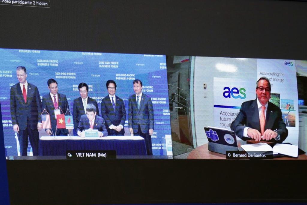 Nghi thức ký kết trực tuyến được phát từ các đầu cầu Việt Nam và Hoa Kỳ