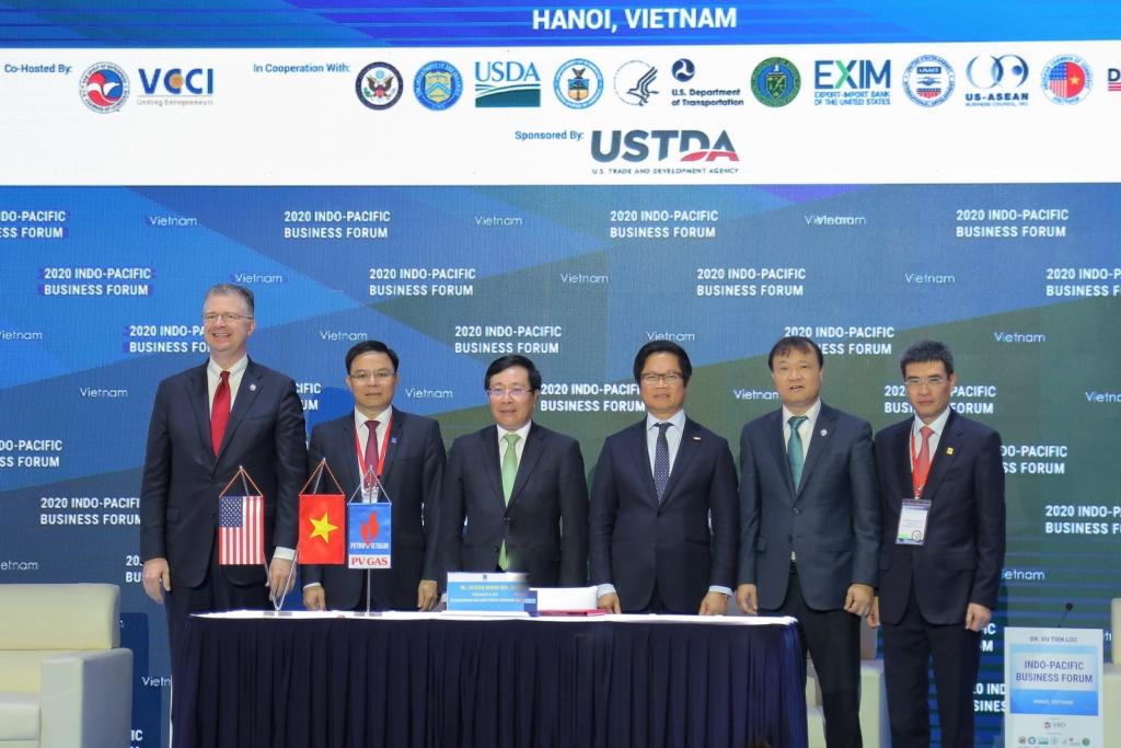 Đại diện lãnh đạo 2 nhà nước và Tập đoàn Dầu khí Việt Nam chúc mừng Lễ ký kết thành công tốt đẹp