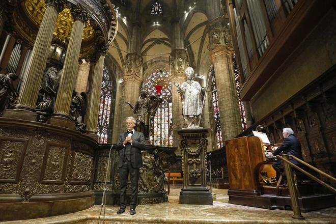 Chương trình của danh ca Andrea Bocelli trên YouTube có hơn 2,8 triệu lượt xem trực tiếp cùng lúc trên toàn thế giới