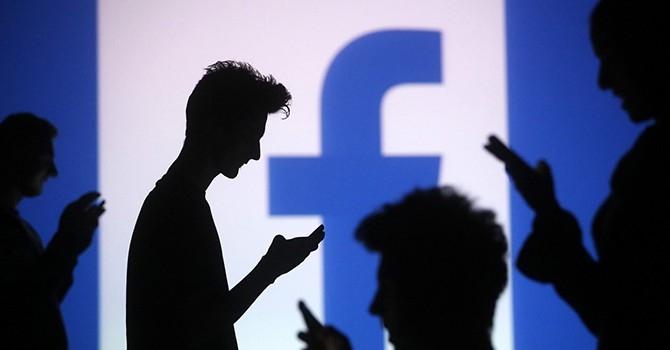 Facebook bị cáo buộc đã không tuân thủ cam kết vào những năm sau này khi tìm cách tích hợp dữ liệu người dùng với các dịch vụ khác trên MXH